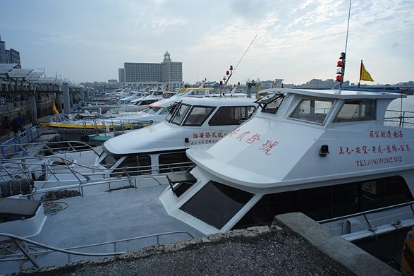南海ツアーへ向かう船